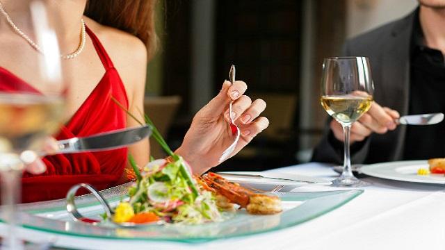 食事のマナーやルール紹介をしようと思います。