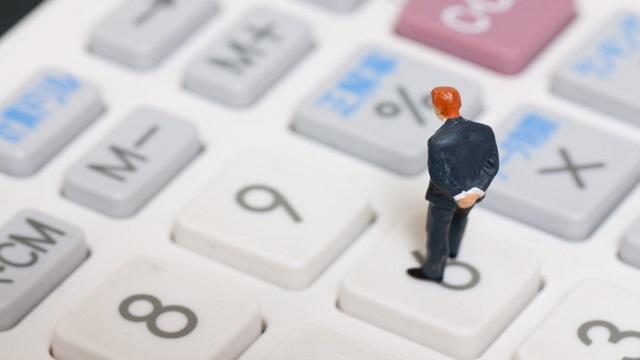 既存顧客+新規顧客-流出顧客で顧客の計算ができます。